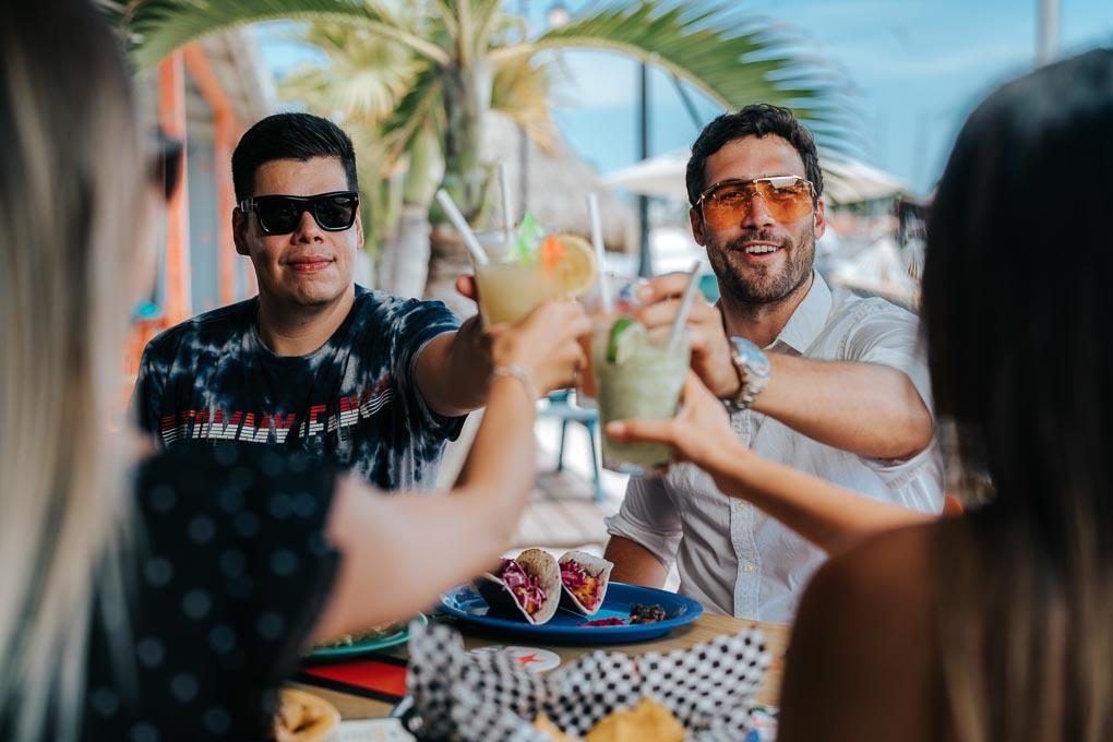 Lucy's Retired Surfers Bar & Restaurant Aruba